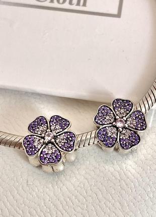 Красивый шарм на браслет  «фиалка», с резьбой серебро