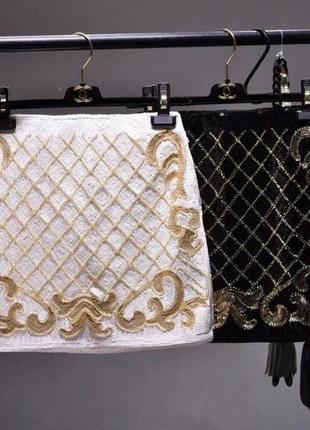 Белая юбка с золотыми паетками
