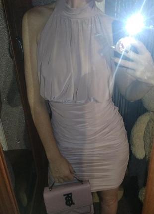 Секси платье до колен в сборку - s m