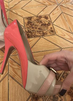 Лакированные туфли 38 размера