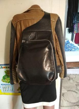 Кожаный рюкзак с одним плечем
