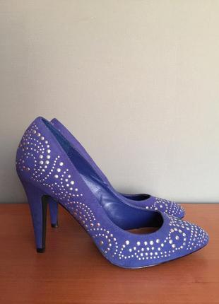 Шикарные туфли definitions 38 размер.