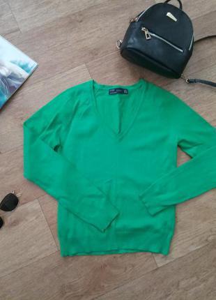 Кофта зеленого цвета