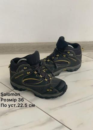 Оригінальні черевики solomon