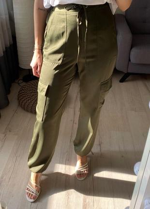 Сатиновые брюки, штаны с затяжками внизу asos карго