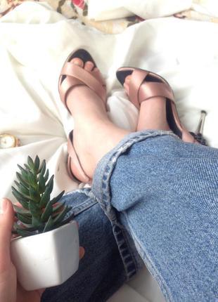 Ідеальні, жіночні босоніжки zara