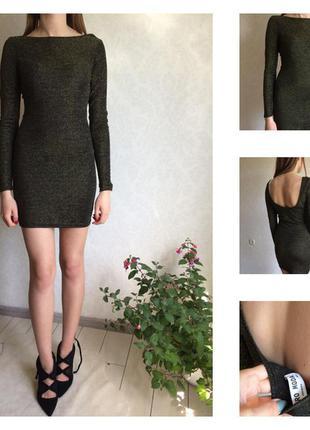 Стильное тонкое платье с отрытой спиной и металлической нитью