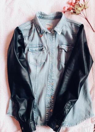 Джинсовая куртка с кожзам рукавами