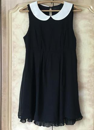 Черное платье с белым воротником vero moda