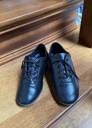 Танцювальні туфлі для хлопчика