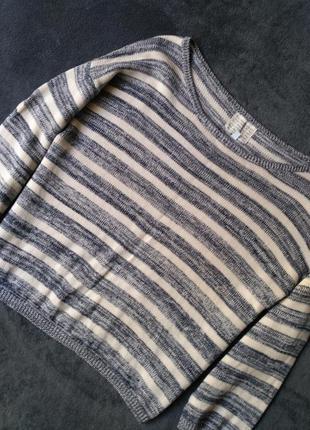 Стильный свитер свободного кроя с 3/4 рукавом