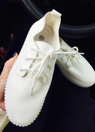 Слипоны на шнурках