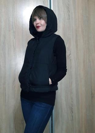 Классная теплая и легкая жилетка на синтепоне с объемным капюшоном2 фото