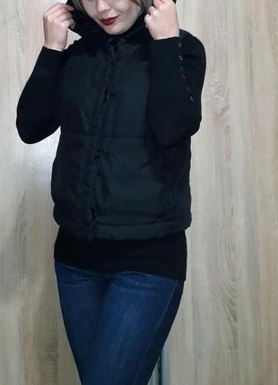 Классная теплая и легкая жилетка на синтепоне с объемным капюшоном4 фото