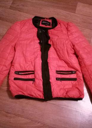 Красивая осeнняя курточка размeр l