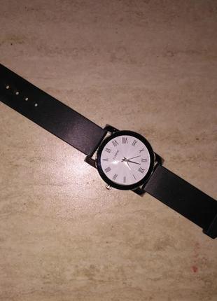 Часы с резиновым ремнем