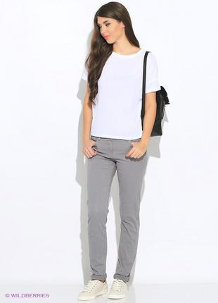 Серые прямые джинсы большого размера