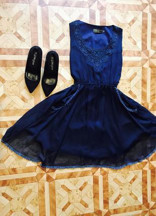 Коктейльное платье гипюр