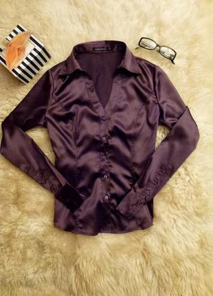 Атласная блуза цвета марсала.