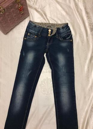 Молодежные джинсы скинни зауженые с потертостями