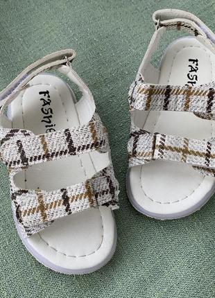 Босоножки сандали стильные р.25