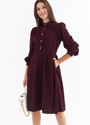 Бордовое вельветовое платье