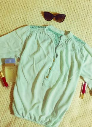 Красивая блуза с кружевом