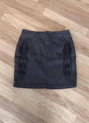 Джинсовая юбка h&m с вышивкой, новая!