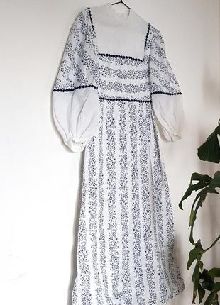 Оригинальное винтажное платье   с пышными рукавами и набивным рисунком!