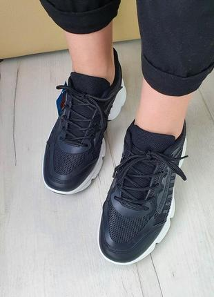Кроссовки черные на белой подошве удобные
