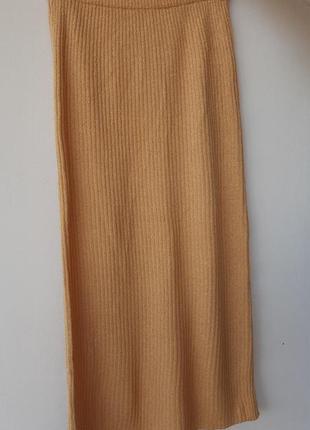 Вязаная длинная юбка в рубчик