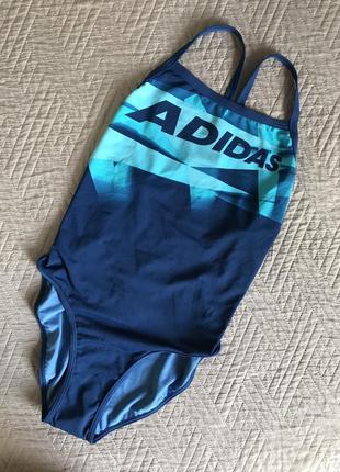 Спортивный купальник в бассейн
