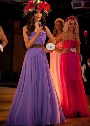 Платье сиреневое макси со шлейфом от победительницы конкурса мисс дивайн