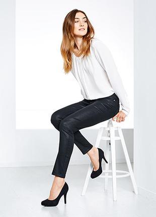 Slim fit джинсы черного цвета с небольшим бестящим покритием 36 (42)