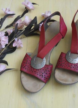 Кожаные новые босоножки красные rieker-38р