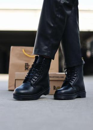 Шикарные женские зимние ботинки dr. martens 1460 total black fur5 фото