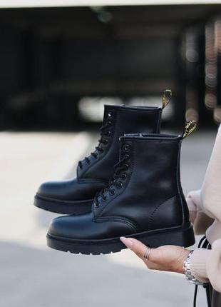 Шикарные женские зимние ботинки dr. martens 1460 total black fur3 фото