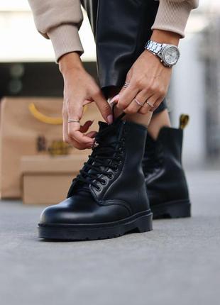 Шикарные женские зимние ботинки dr. martens 1460 total black fur6 фото