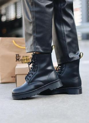 Шикарные женские зимние ботинки dr. martens 1460 total black fur1 фото