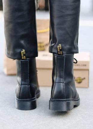 Шикарные женские зимние ботинки dr. martens 1460 total black fur9 фото