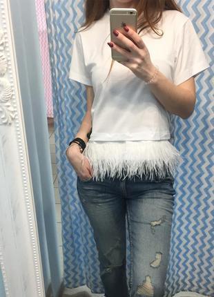 Супер стилтная футболка с натуральными перьями страуса