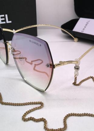 Стильные женские солнцезащитные очки chanel с цепочкой