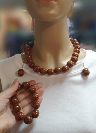 Комплект украшений из дерева: бусы+браслет+серьги