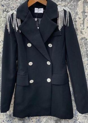 Шикарный пиджак,платье,с стильными плечиками, размер м.