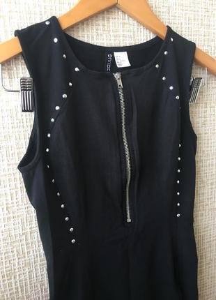 Супер стильное платье с заклепками