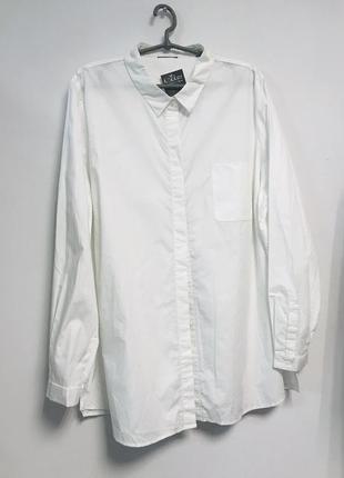 Белая рубашка свободного кроя