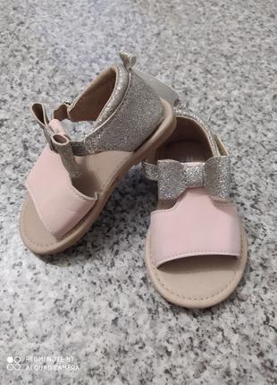 Новые нарядные праздничные босоножки сандали для маленькой принцессы на годик h&m