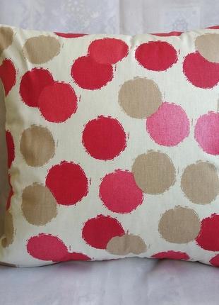 Декоративная наволочка с красными кругами 35*35 см