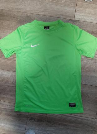 Спортивная  футболка nike 10-12 лет