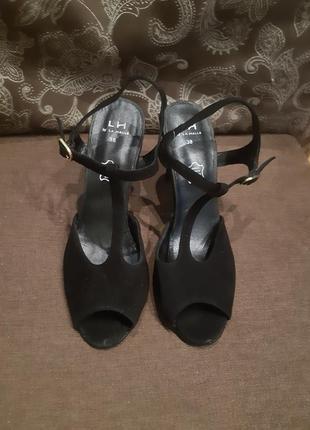Красиві туфлі босоніжки від la halle